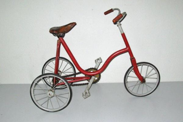 Juni 2018: Kinder-Dreirad, ca. 80 Jahre alt